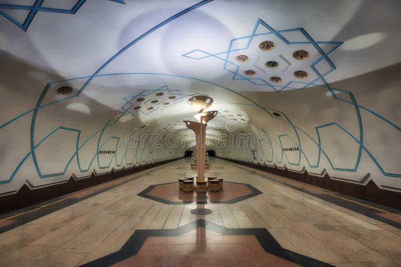 Symmetric staci metru architektura w Środkowym Tashkent, Uzbeki zdjęcia stock