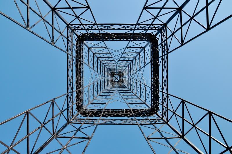 Symmetrische industriële torenbouw royalty-vrije stock afbeeldingen