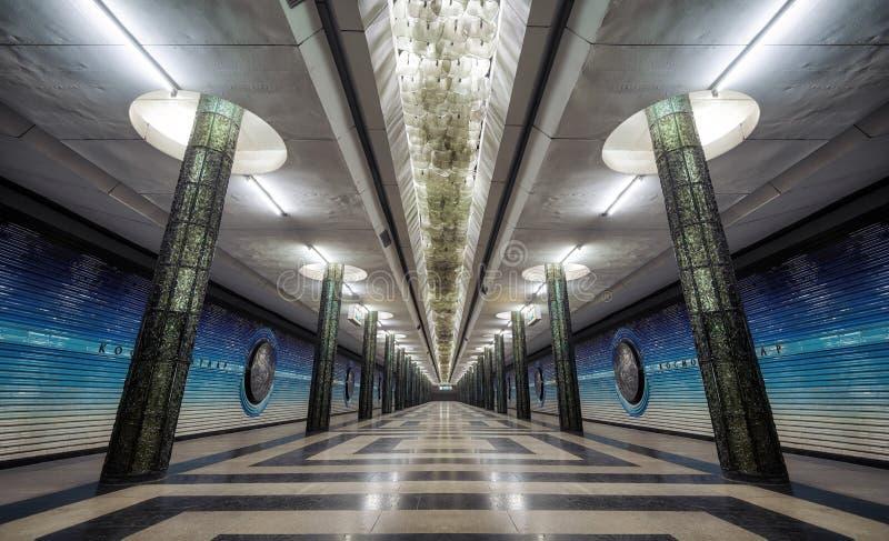 Symmetrisk arkitektur för tunnelbanastation i centrala Tasjkent, Uzbeki fotografering för bildbyråer