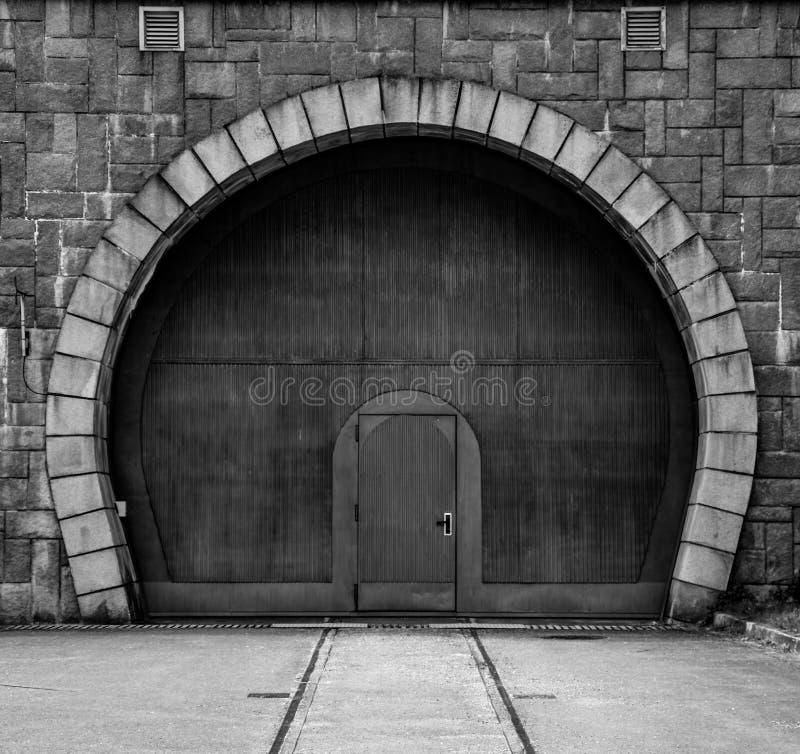 Symmetrisk bild av en port fotografering för bildbyråer