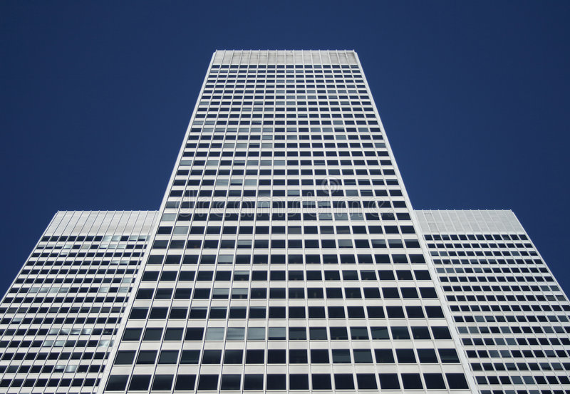 symmetrisk white för byggnadskontor royaltyfria bilder