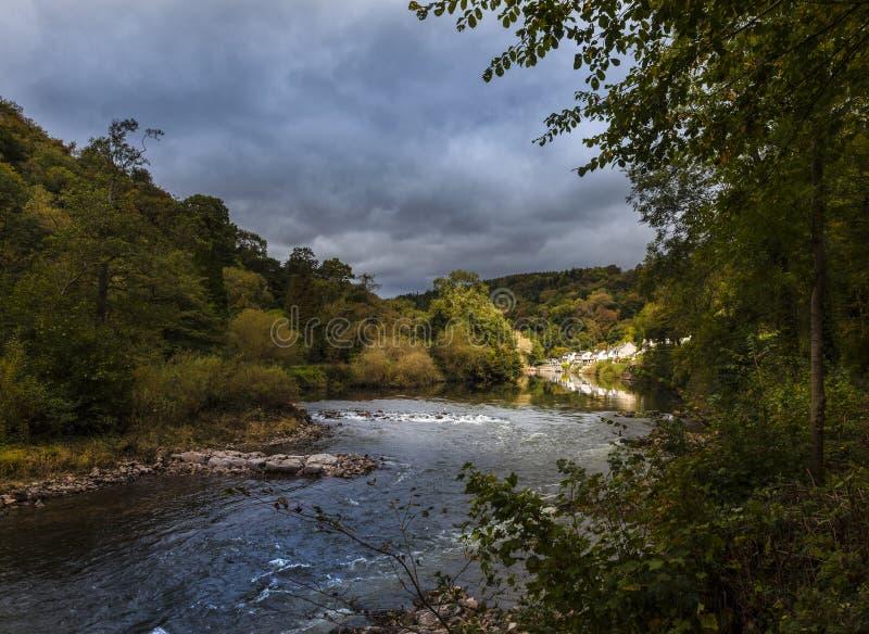 Symonds Yat, Ross-sur-montage en étoile Sur le montage en étoile de rivière photographie stock libre de droits
