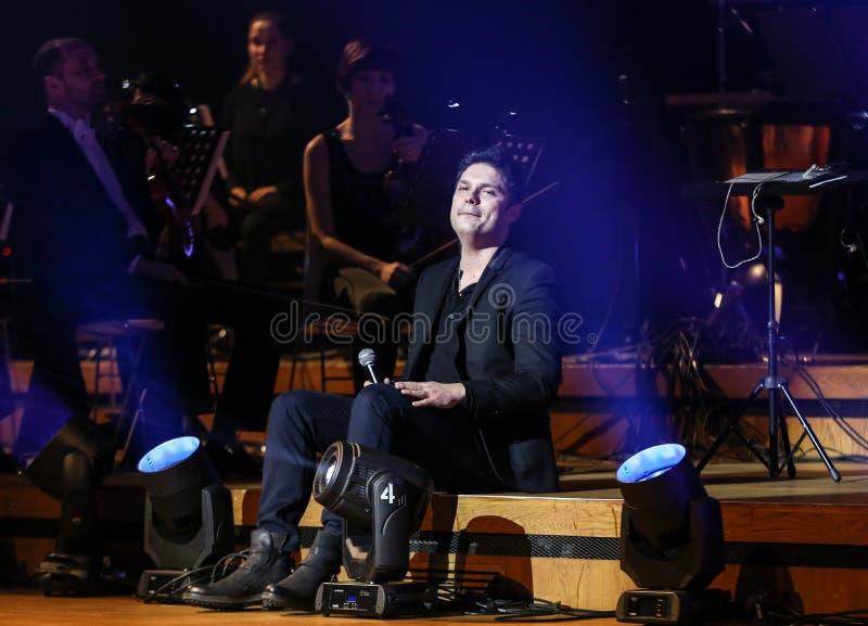 Symphonica - spettacolo con musica da Metallica, nirvana, inceppamento della perla, Deep Purple, AC/DC, Aerosmith fotografia stock libera da diritti