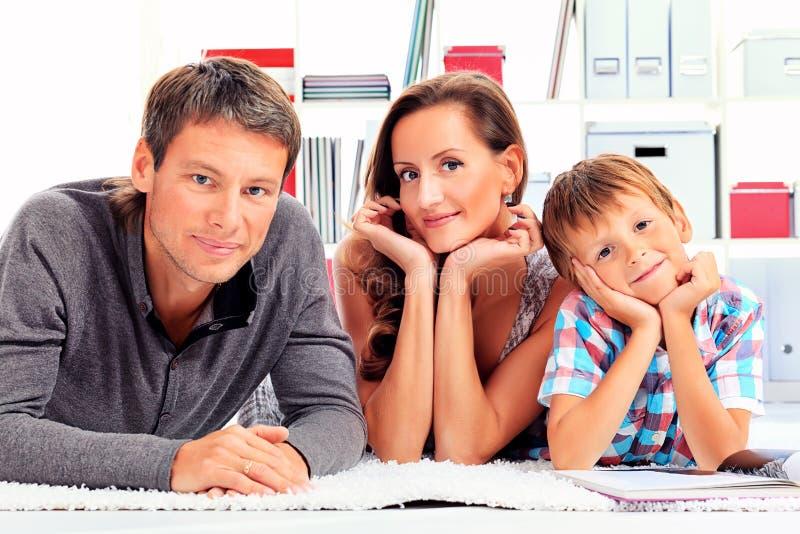 Synów rodzice zdjęcie royalty free