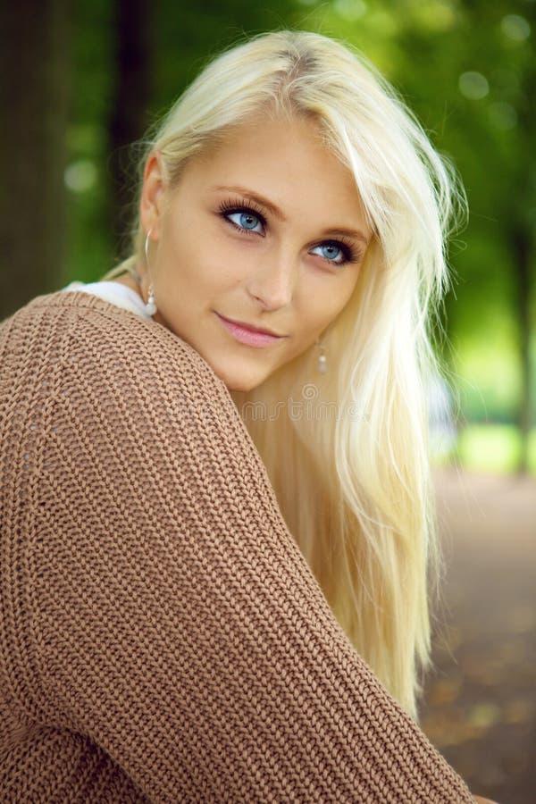 synad blond blue för skönhet royaltyfria foton