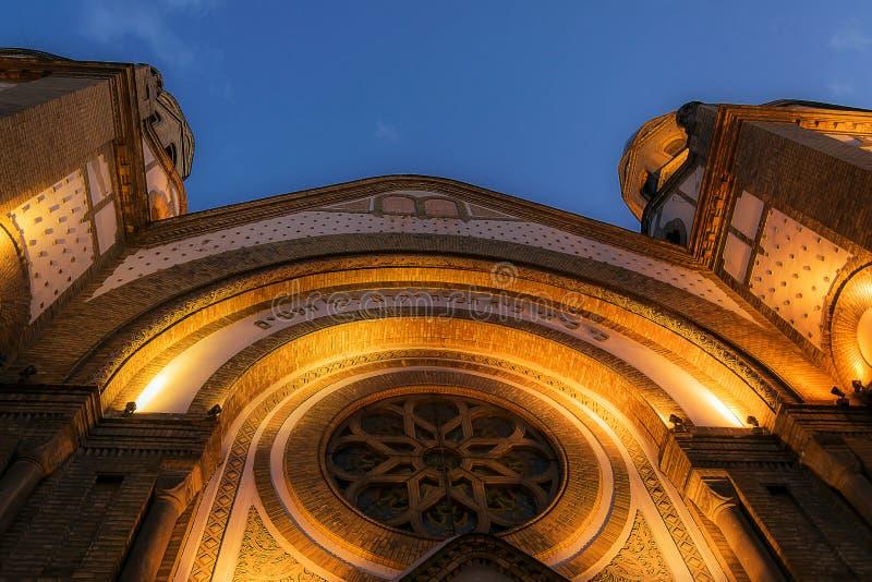 Synagoge-Novi Sad-Abend lizenzfreie stockfotos