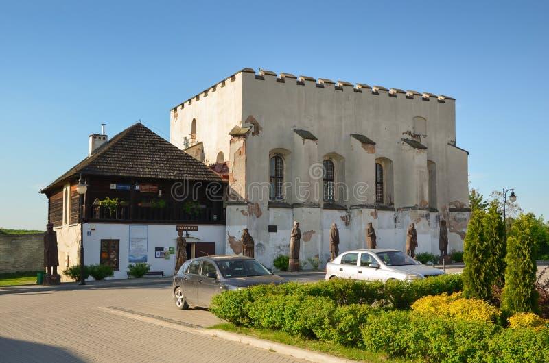 Synagoge in Szydlow, Polen stock foto