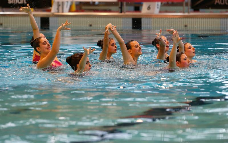 Synchronschwimmen-Teampraxis Mallorca lokale stockbilder