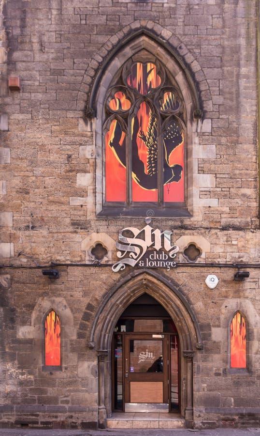 Syndklubba och vardagsrum i Cowgate, Edinburg, Skottland, UK arkivbild