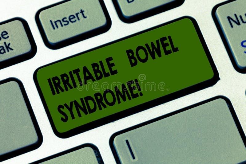 Syndrome du côlon irritable d'écriture des textes d'écriture Concept signifiant le désordre impliquant la clé de clavier abdomina illustration de vecteur