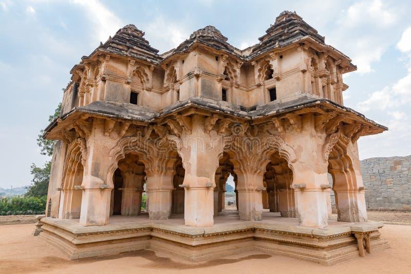 Synkretyczny stylowy pomnikowy Lotosowy Mahal, Hampi, Karnataka, India obrazy royalty free