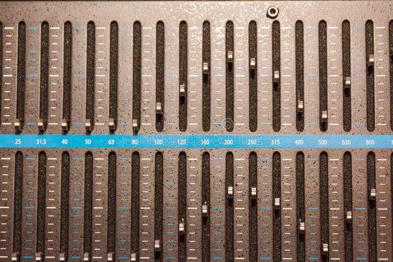 synt discjockeykontrollbord Ledning av musik royaltyfri fotografi