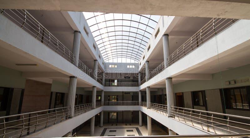 Syntetisk arkitektonisk kupol av en enorm byggnad fotografering för bildbyråer