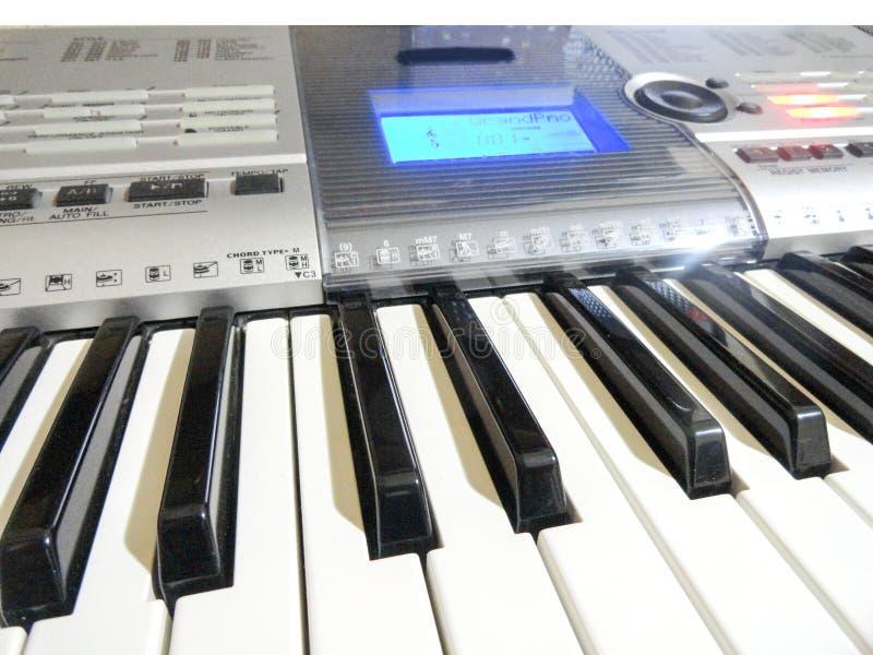 syntetyk Instrument muzyczny, nowożytny analog pianino Klawiatury narzędzie obrazy royalty free