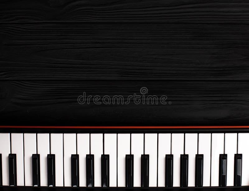 Syntetyk klawiatura na czarnym tle obraz stock