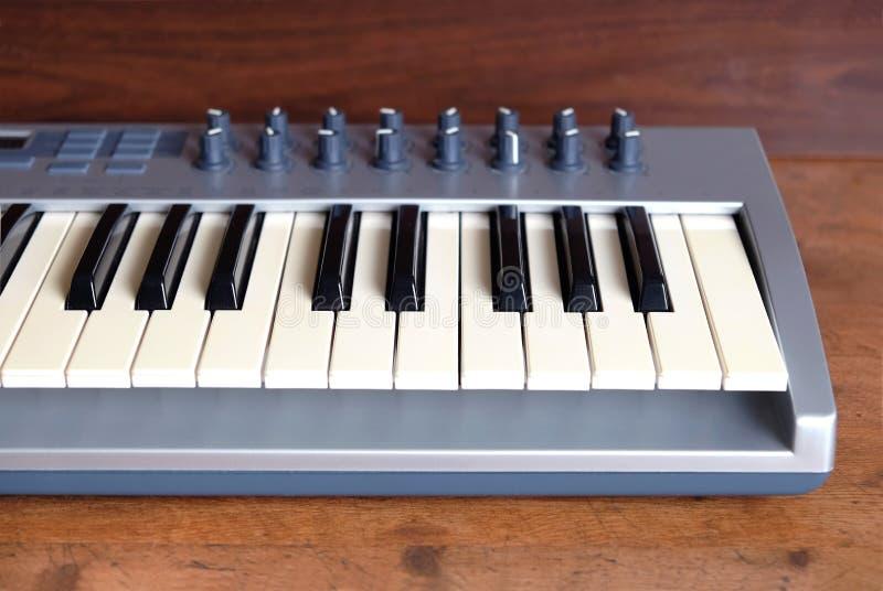 Syntetyk rolki frontowego widoku fortepianowy zakończenie up obraz stock