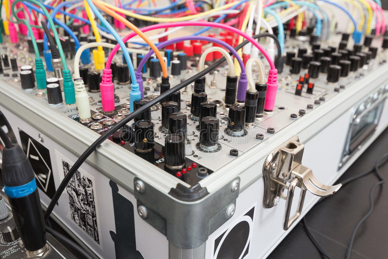 Synthétiseur analogue - synth modulaire photo libre de droits