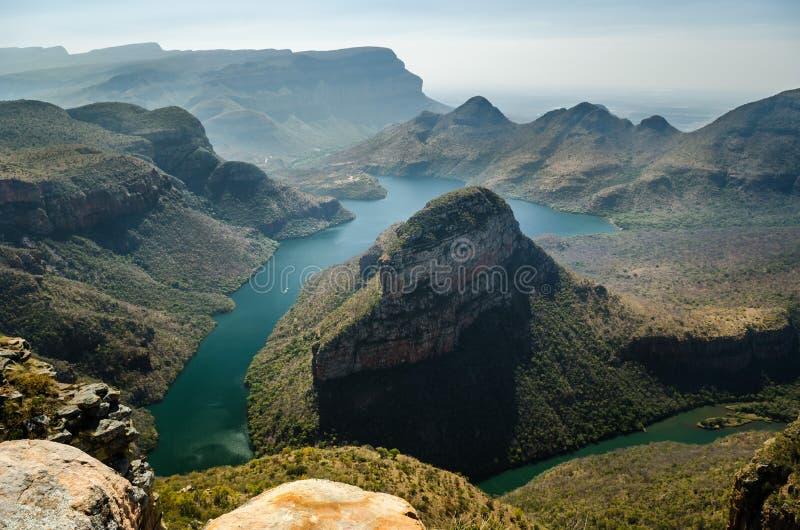 Synvinkel för Blyde flodkanjon; Mpumalanga nära Graskop africa near berömda kanonkopberg den pittoreska södra fjädervingården royaltyfria foton