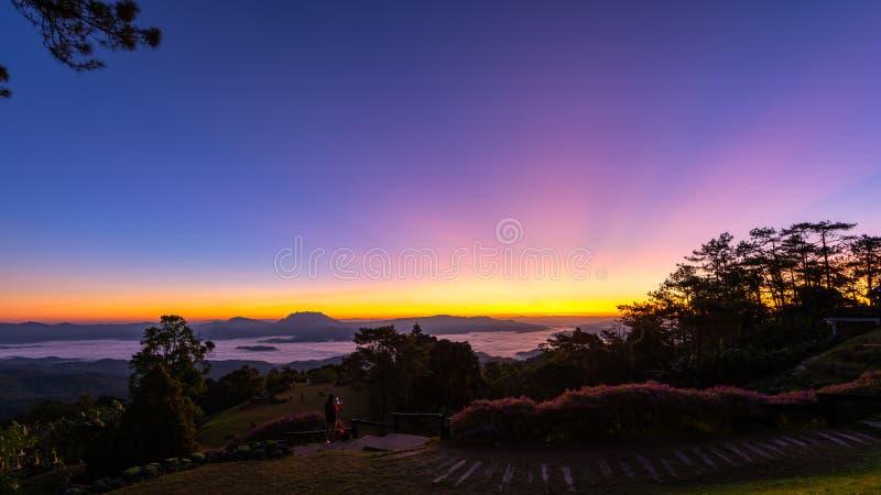 Synvinkel på den Huai Nam Dang nationalparken arkivfoto