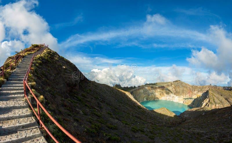 Synvinkel på den Kelimutu vulkan, Flores, Indonesien fotografering för bildbyråer