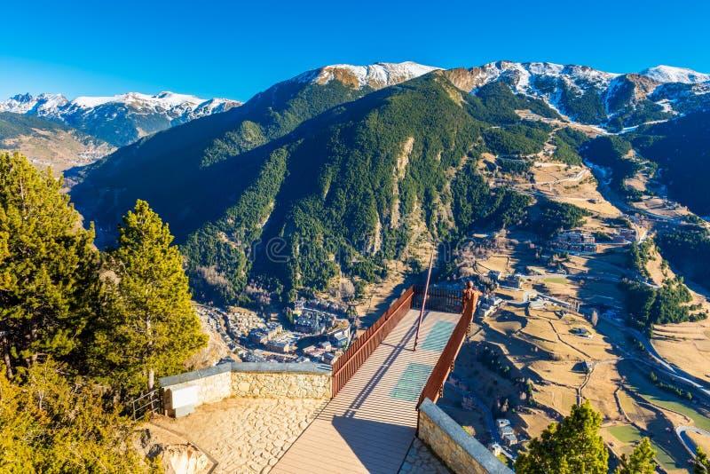 Synvinkel som förbiser dalen i Andorra royaltyfri bild