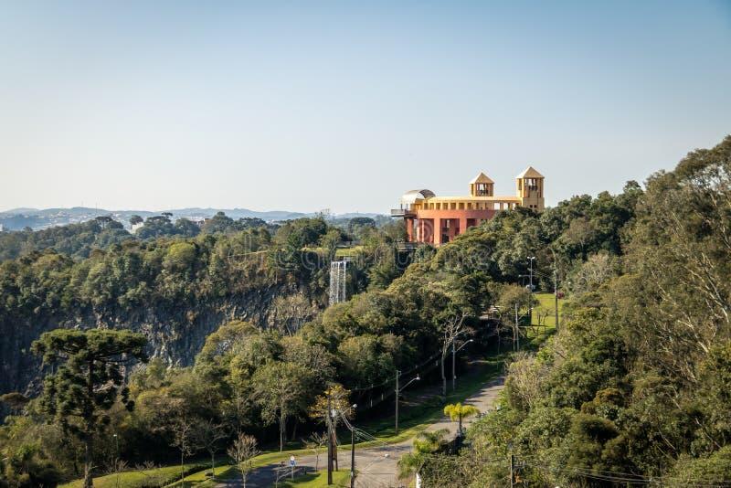 Synvinkeln och vattenfallet på Tangua parkerar - Curitiba, Brasilien royaltyfri bild