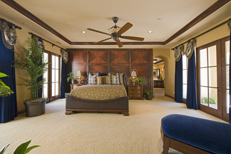 Sypialni wnętrze Z Podsufitowym fan obraz royalty free