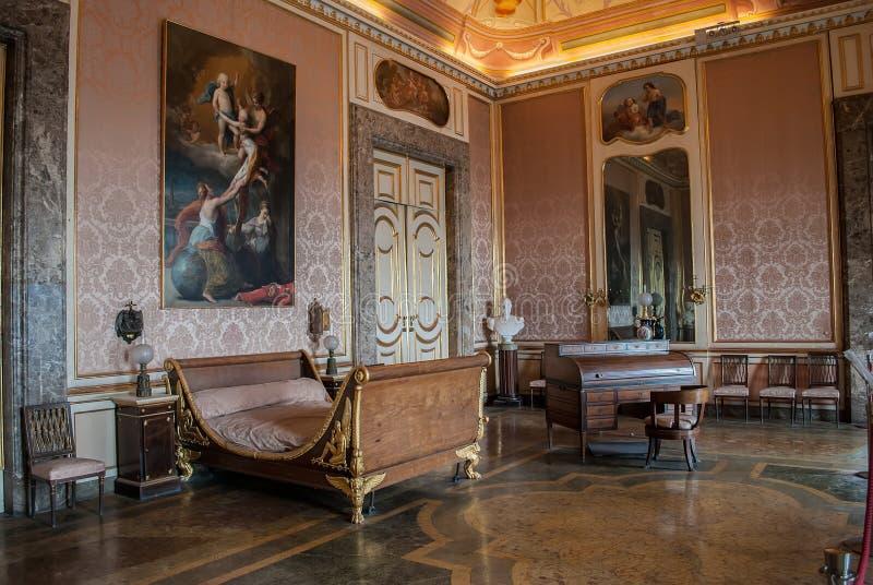 Sypialnia królewiątko Ferdinand II, od Royal Palace w Caserta, Ital obrazy royalty free