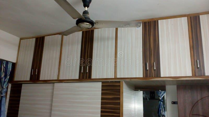 Sypialnia magazyn, drewniany magazyn, drewniani drzwi obraz stock