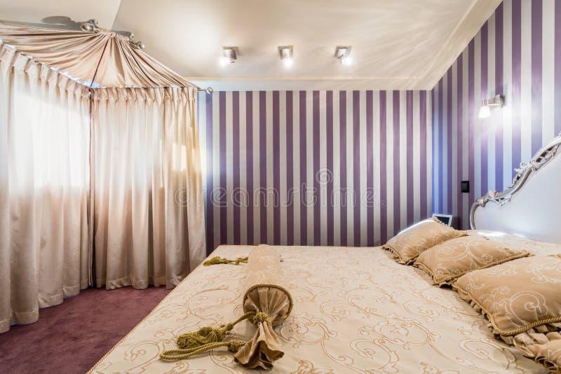 Sypialnia w baroku domu obrazy stock