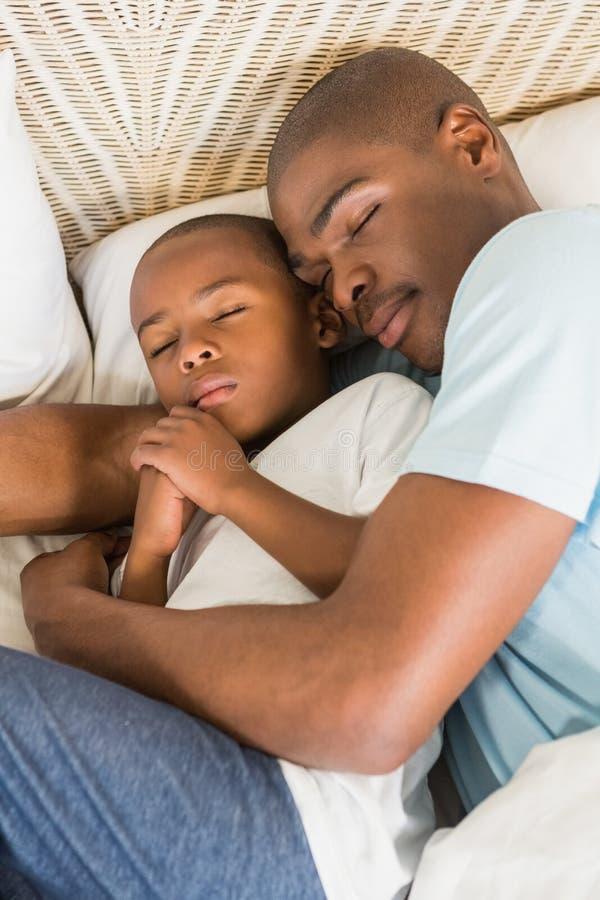 sypialny ojca syn wpólnie obrazy royalty free