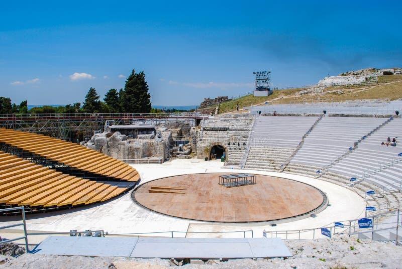 SYRACUSE, ITALIA - 2 de junio de 2012: El teatro griego en el parque arqueológico fotos de archivo