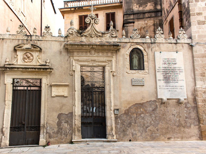 Syracuse, Italia - 7 de junio de 2015: Un convento de monjas viejo en Sicilia fotografía de archivo libre de regalías