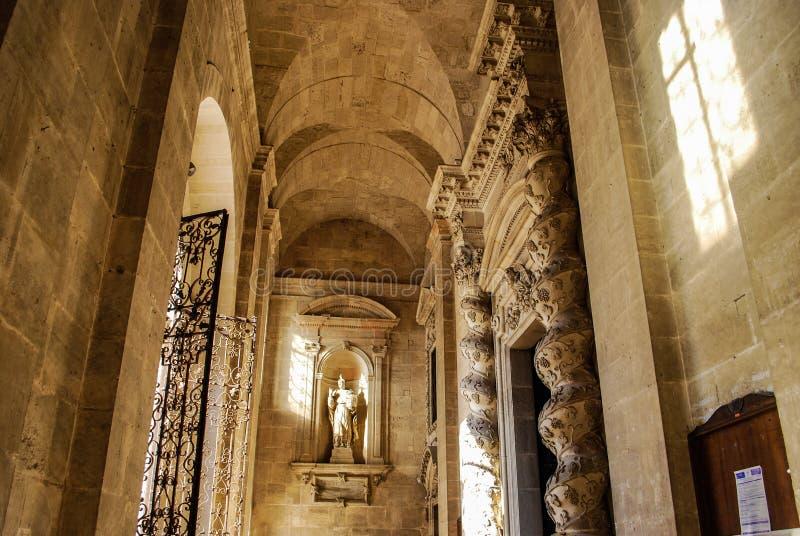 SYRACUSE ITALIEN - Oktober 06, 2012: Inre av Santa Lucia Cathedral arkivfoton