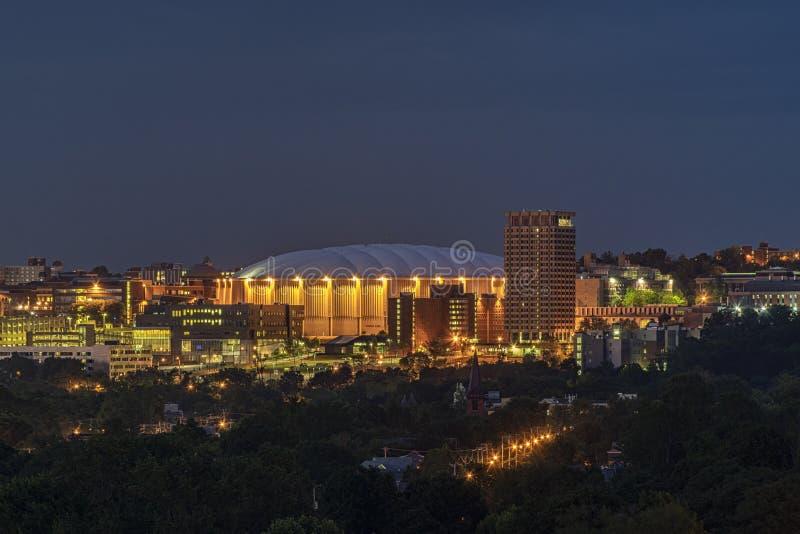 SYRACUSE, NOVA IORQUE - 13 DE JULHO DE 2019: Carrier Dome no Campus Universitário de Syracuse foto de stock