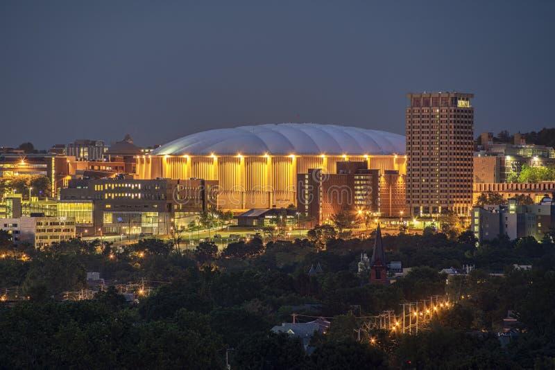 SYRACUSE, NOVA IORQUE - 13 DE JULHO DE 2019: Carrier Dome no Campus Universitário de Syracuse imagem de stock royalty free