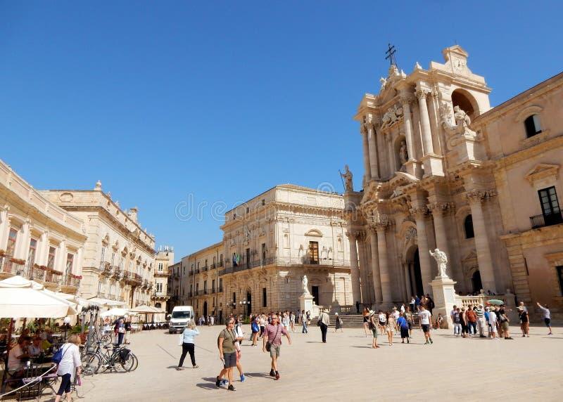 Syracuse, Piazza del Duomo, vierkant met Kathedraal, Sicilië stock foto's