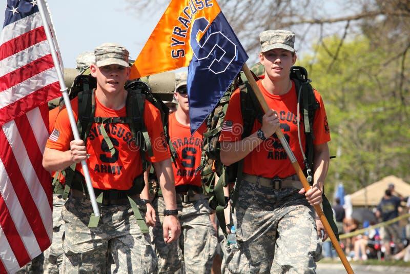 Syracuse ROTC маршируя марафон boston стоковая фотография rf