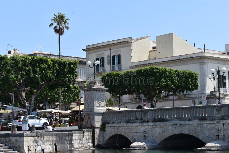 Syracuse, Sicile, Italie, l'Europe L'entrée d'Ortygia la vieille ville photographie stock libre de droits