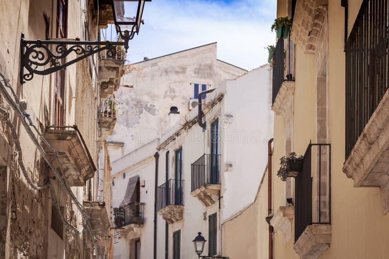 Syrakus, Sizilien, Italien - alte Straße mit Altbauten in der Insel Ortygia Ortigia stockfoto