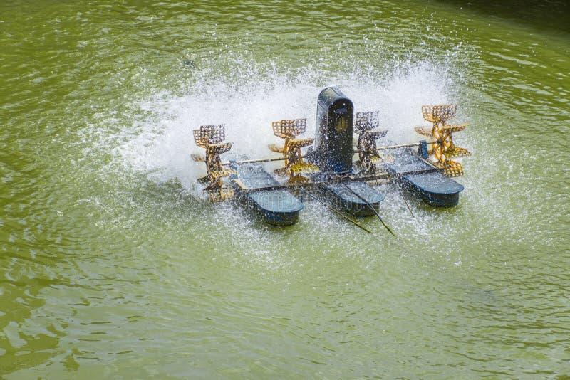 Syre för påfyllning för mechine för Aeratorturbinhjul in i vatten royaltyfria bilder
