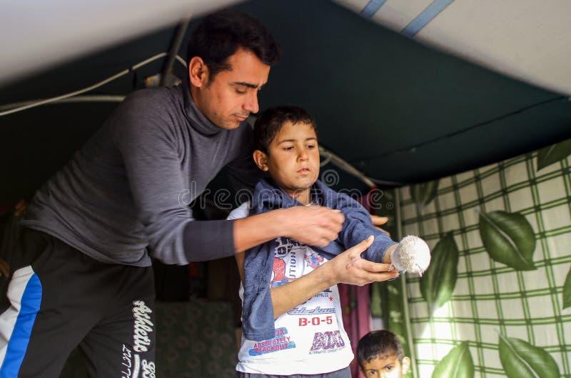Syrië-oorlog-kind-slachtoffer-VLUCHTELING stock foto's