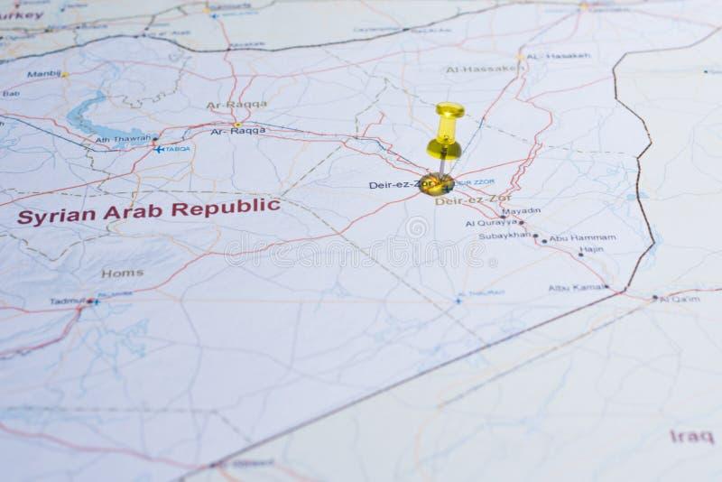 Syrii mapa z drogi tsvaeta czerwienią i zaznaczająca z szpilką w se zdjęcie royalty free