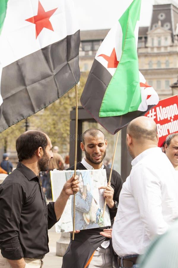 Syrische Sammlung im Trafalgar-Platz, zum von Medizinern unter Beschuss zu stützen lizenzfreie stockfotos