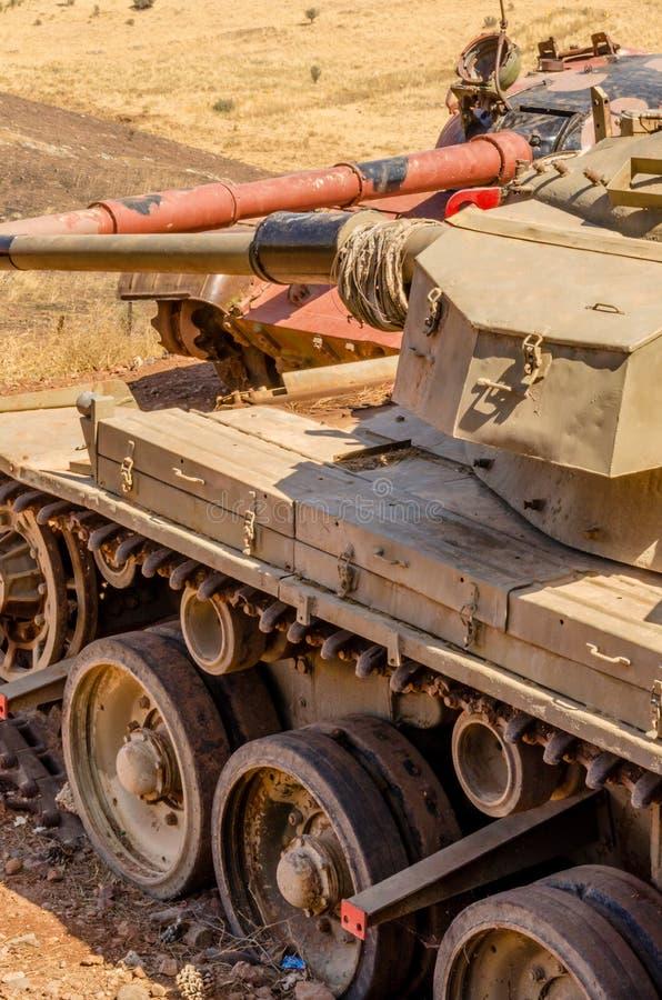 Syrische T62-tank die Israëlische Centurion tank op de Vallei van Scheuren van Yom Kippur War in Israël in 1973 onder ogen zien stock fotografie