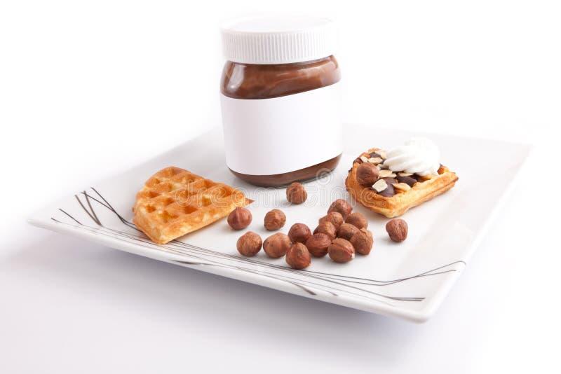 Download Syrlig choklad arkivfoto. Bild av cake, kräm, lock, muttrar - 27277542