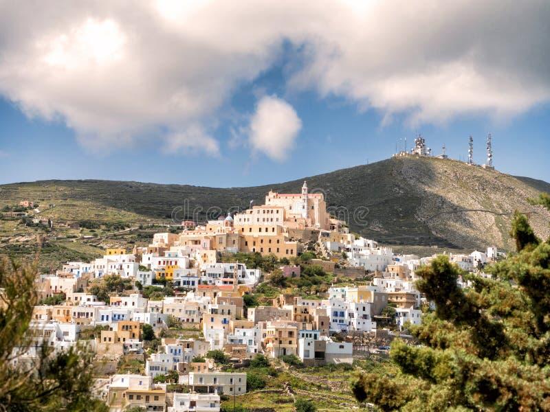 Syros stad i en solig dag arkivfoto