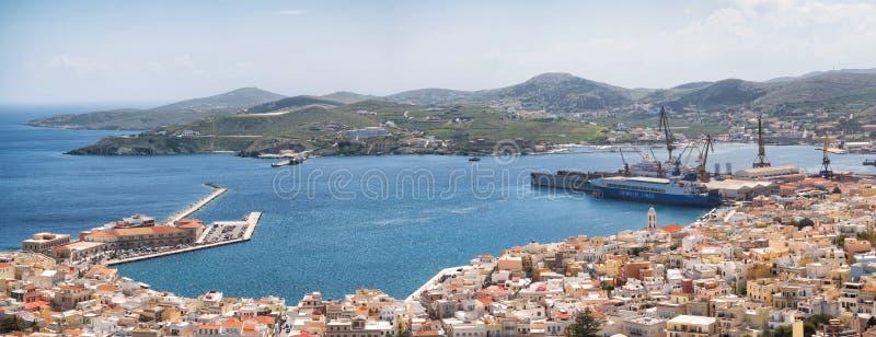 Syros stad i en solig dag royaltyfria foton