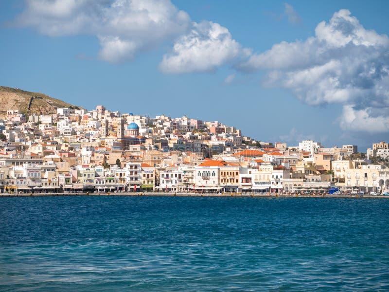 Syros stad i en solig dag royaltyfria bilder