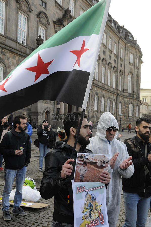 SYRYJCZYK REŻYSERUJĄCY protesta wiec W KOPENHAGA DANI zdjęcie royalty free